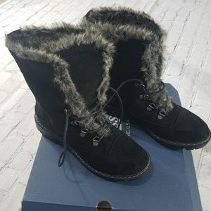 Bass fur ankle boots